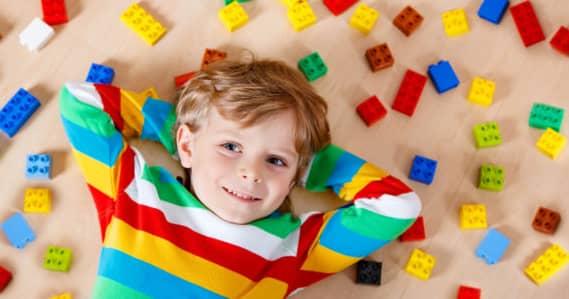 Os benefícios dos BRINQUEDOS DE MONTAR para as crianças